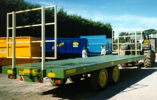 Flatbed trailer fitted with ladders